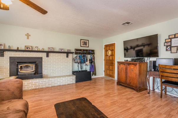 2040 Green Brook Ln Paso-MLS_Size-005-9-Living Room-1152x768-72dpi